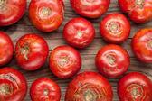 """Постер, картина, фотообои """"органические фермы помидоры на деревянных фоне вид сверху"""""""