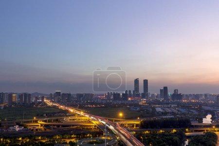 Photo pour Vue aérienne du passage supérieur la nuit à Wuxi, Jiangsu, Chine - image libre de droit