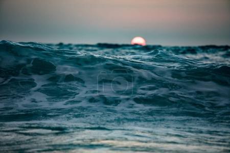 Vague d'océan. Surface de l'eau de mer agitée