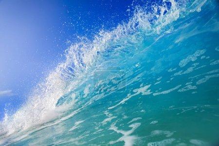 Foto de Shorebreak surf wave, Fondo de agua del océano, mar tropical - Imagen libre de derechos