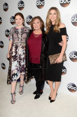 Photo pour Emma Kenney, Roseanne Barr, Sarah Chalke à l'ABC Winter TCA All Star Party, The Langham Huntington, Pasadena, CA 01-08-18 - image libre de droit