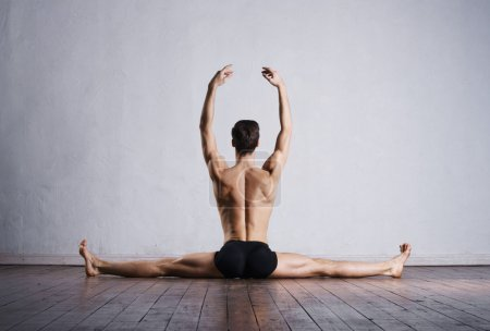 dancer sitting on split