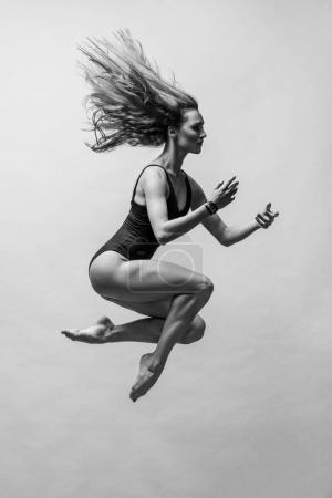 woman making contemporary dance  in studio