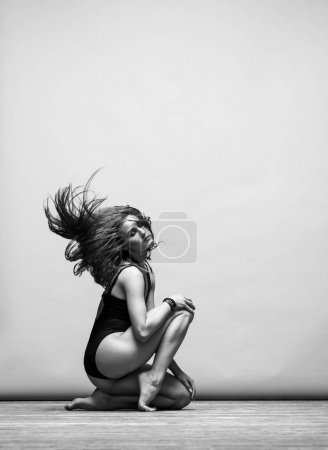 woman making contemporary dance  in studio