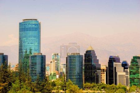 Photo pour Vue de la place financière de Santiago du Chili - image libre de droit