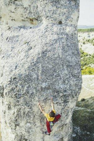 Photo pour Escalade pour grimper au sommet de la montagne . - image libre de droit
