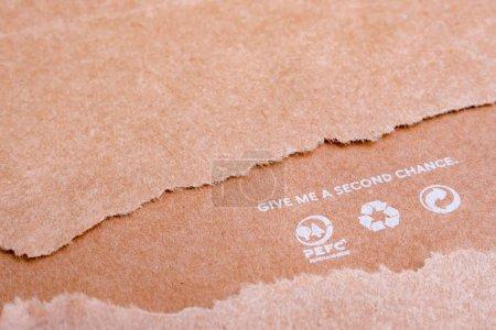 Photo pour Concept de ressources mondiales. Réutilisation de produits à base de papier. Problèmes écologiques. Concept de réutilisation. Recycler les icônes sur du papier brun. Donne-moi une seconde chance. Sauver l'arrière-plan planétaire. Écologie et consommation humaine - image libre de droit