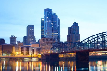 Smithfield Street Bridge over Monongahela River and downtown skyline, Pittsburgh, Pennsylvania, USA