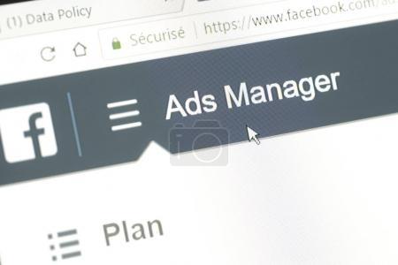 """Photo pour Houilles, France - 10 avril 2018 : Word """"Ads Manager"""" du site Facebook avec le curseur de la souris positionné dessus. Ce menu permet de créer des campagnes publicitaires ciblées sur le réseau social - image libre de droit"""