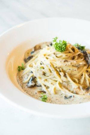 Spaghetti cream sauce with truffle mushroom