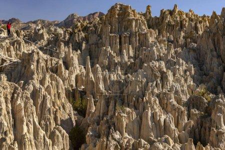 """Photo pour La Paz. Bolivie. 04.25.08. Valle de la Luna (Vallée de la Lune) - près de La Paz, dans la province de Pedro Domingo Murillo, Bolivie, Amérique du Sud. L """"érosion a détruit la majeure partie d'une montagne, composée principalement d'argile plutôt que de roche, ce qui laisse de hautes pointes.. - image libre de droit"""