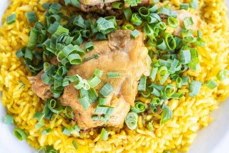 Reisschüssel mit Huhn oder Galinhada - typisch brasilianisches Gericht