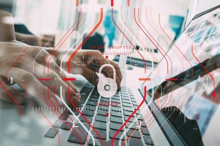 Photo pour Règlement général sur la protection des données (RGPD) et concept de sécurité.Halogramme informatique protection de la cible verrouillée avec succès sur le travail et la technologie des finances des entreprises . - image libre de droit