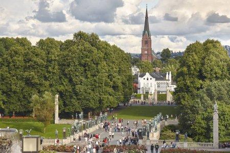 Photo pour Norvège Oslo Vigeland parc forêt église et sculptures pont. Horizontal - image libre de droit