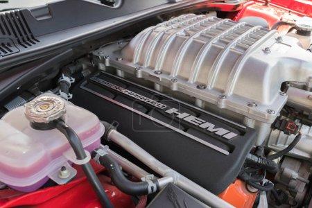 Двигатель Додж Челленджер SRT на