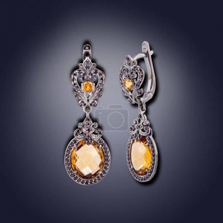 Photo pour Ensemble d'ovale boucles d'oreilles avec orange pour femmes - image libre de droit