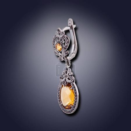 Photo pour Boucle d'oreille de forme ovale avec agate et pierres de strass pour filles - image libre de droit