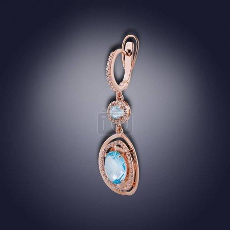 Photo pour Boucle d'oreille turquoise rond avec pierres swarovski pour les femmes - image libre de droit