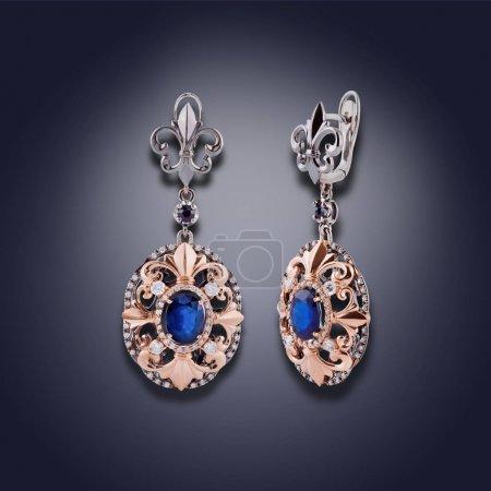 Photo pour Ensemble de boucles d'oreilles avec l'électrodéposition d'or et d'argent et avec une pierre bleue - image libre de droit