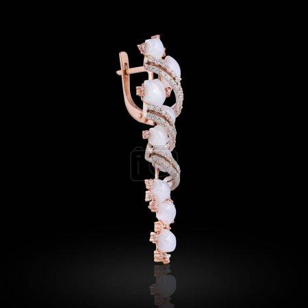 Photo pour Boucle d'oreille avec une liaison de lignes et de cristaux blancs en forme d'étoiles pour les femmes - image libre de droit