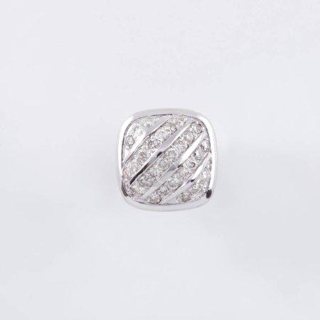 Photo pour Boucle d'oreille carré avec argenture et de cristaux blancs à l'intérieur - image libre de droit