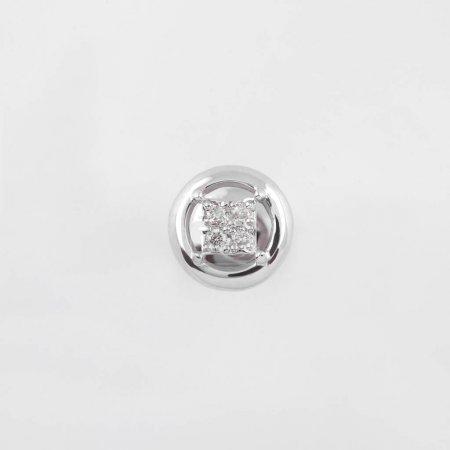 Photo pour Boucle d'oreille avec argenture et de quatre cristaux blancs au milieu du cercle - image libre de droit