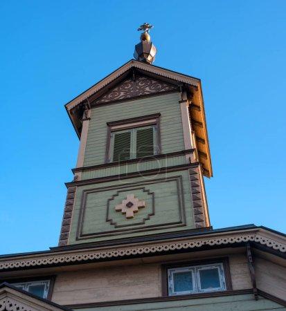 Photo pour Petite église orthodoxe St. Simeons et St. Annes dans le quartier de Sadama, région de Kesklinn. Une des rares églises en bois a survécu en Estonie . - image libre de droit