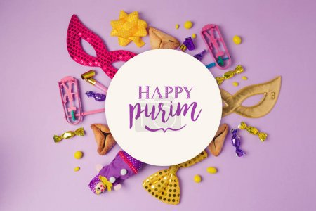 Photo pour Pourim concept de vacances avec cercle en papier blanc et fournitures de fête sur fond violet. Vue de dessus - image libre de droit