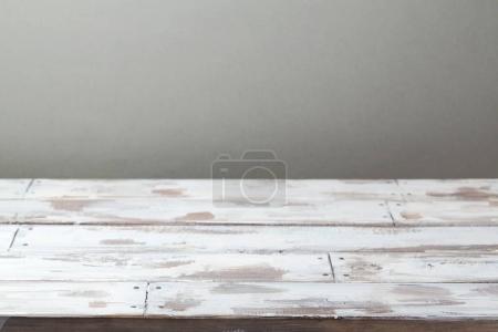 Table rustique en bois vide
