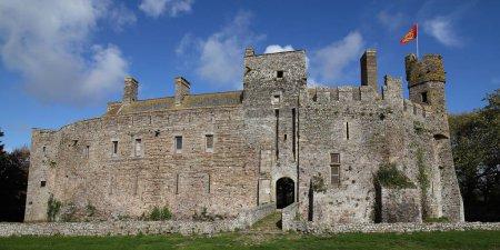 Photo pour Château de Pirou en Normandie, France - image libre de droit