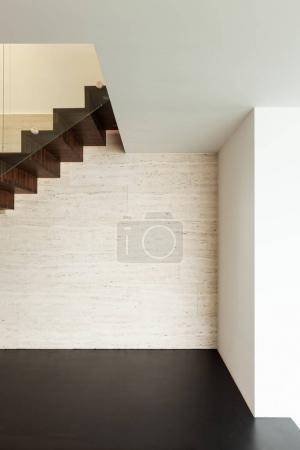 Photo pour Architecture, bel interieur d'une villa moderne, escalier en détail - image libre de droit