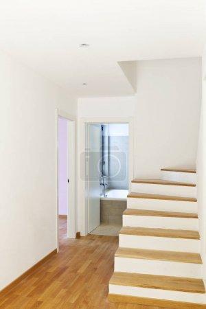Photo pour Passage, escalier et intérieur de la maison modern - image libre de droit