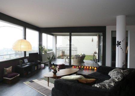 Appartement neuf intérieur, mobilier ethnique