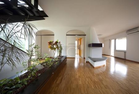 Photo pour Appartement moderne, intérieur, personne - image libre de droit