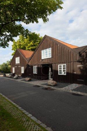 Photo pour Extérieur de maisons en bois - image libre de droit