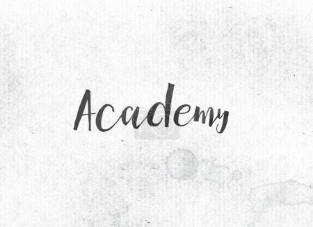 Photo pour Le mot Académie concept et thème peint à l'encre noire sur un fond de lavage aquarelle . - image libre de droit