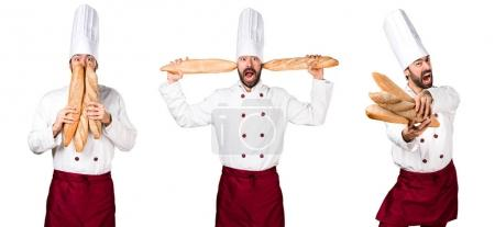 Photo pour Jeune boulanger fou tenant du pain - image libre de droit