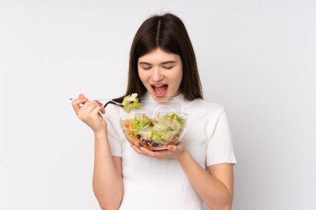 Photo pour Jeune adolescente ukrainienne tenant une salade sur fond blanc isolé - image libre de droit