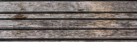 Photo pour Fond en bois brun texturé et altéré avec espace de copie, plan panoramique - image libre de droit