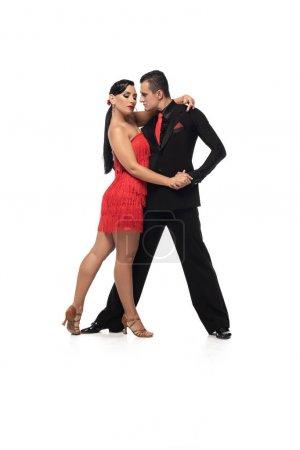 Photo pour Danseurs expressifs et élégants exécutant le tango sur fond blanc - image libre de droit