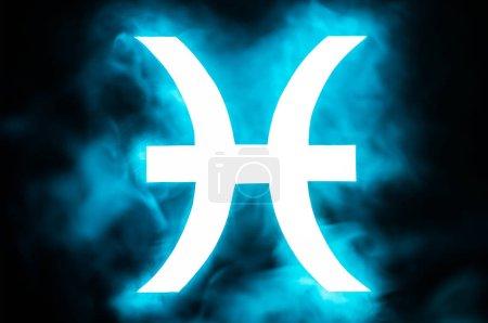 Photo pour Bleu lumineux Poissons signe du zodiaque avec de la fumée sur le fond - image libre de droit