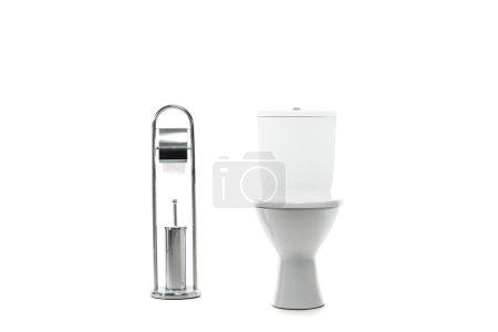 Photo pour Cuvette de toilette en céramique propre près du support métallique avec papier toilette et brosse isolée sur blanc - image libre de droit