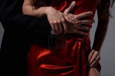 Photo pour Crochet vue d'un couple romantique accolé isolé sur gris - image libre de droit