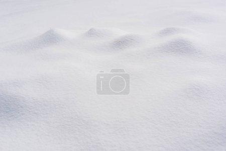 Foto de Superficie texturizada cubierta de nieve blanca clara - Imagen libre de derechos