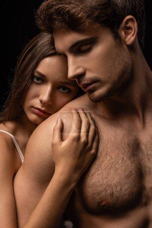 Photo pour Se déshabiller sexy jeune couple embrassant isolé sur noir - image libre de droit