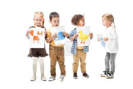 Photo pour Enfants multiculturels tenant des peintures, isolés sur blanc - image libre de droit