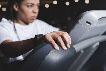 Photo pour Selective focus of african american woman holding treadmill - image libre de droit