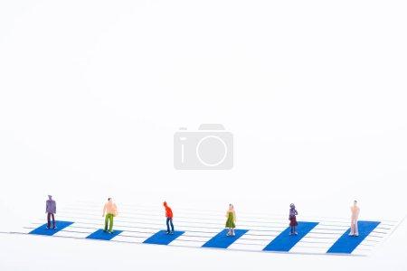 Photo pour Concept d'égalité avec les personnes figures à la surface de graphiques bleus isolés sur blanc - image libre de droit