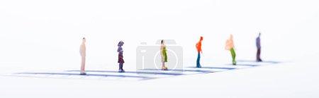 Photo pour Concept d'égalité avec des personnages sur des tableaux bleus isolés sur blanc, panoramique - image libre de droit