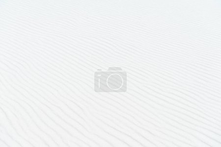 Photo pour Sable ondulé blanc clair fond texturé - image libre de droit